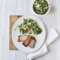 Hvidløgsmarineret filet & spinat-kålsalat med bacon